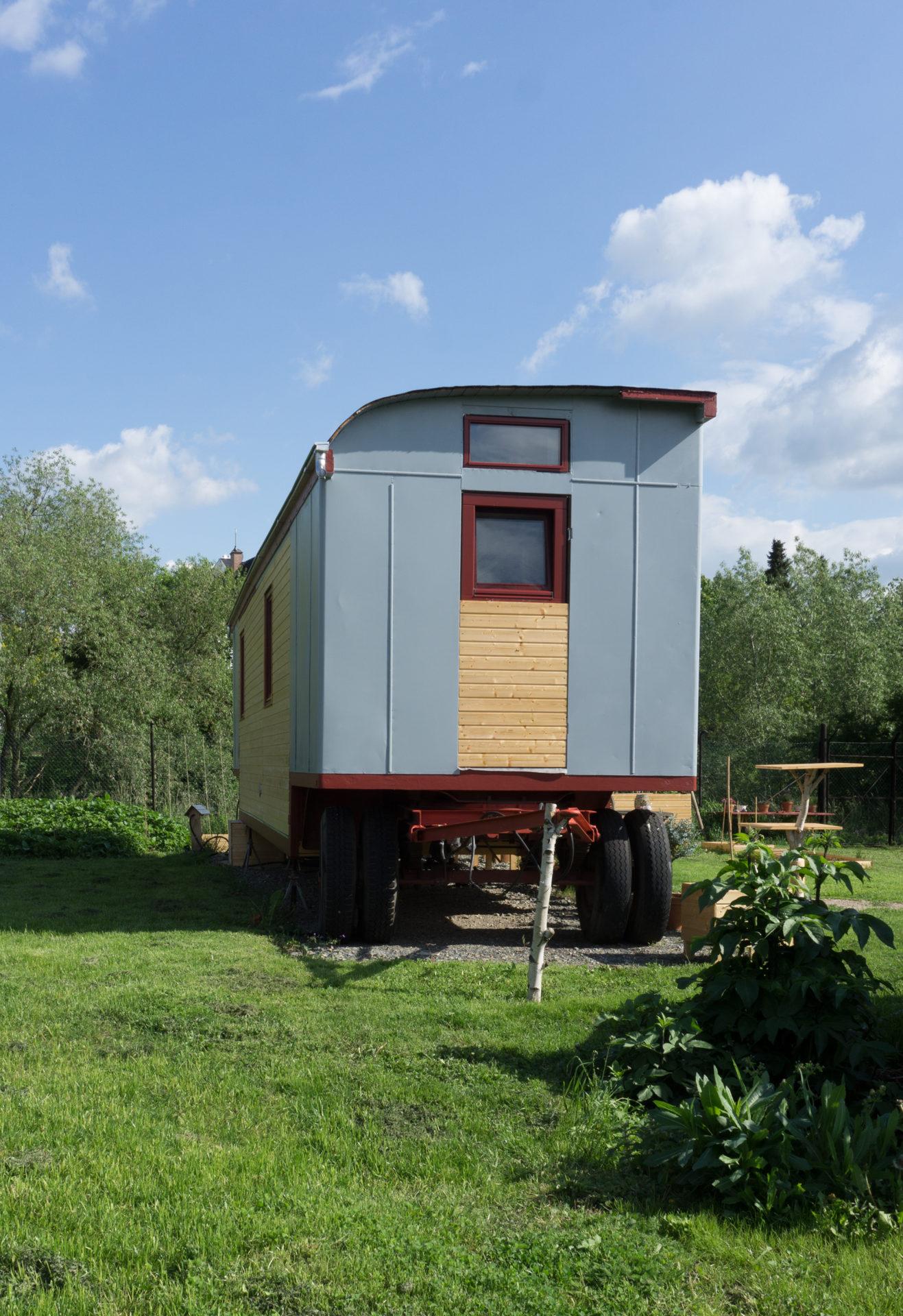 Kleines Haus im Sommer